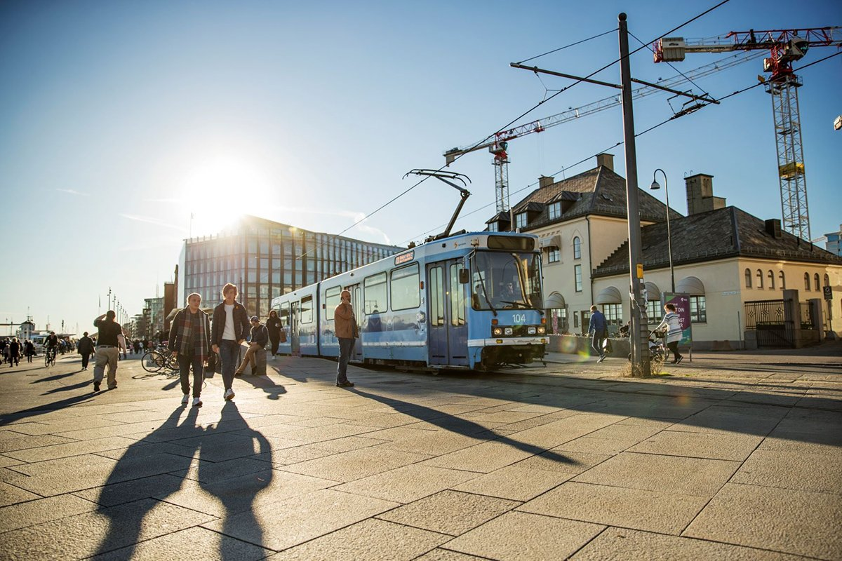 Oslo's public transport authority Ruter uses location intelligence to easily analyze the impact of network changes and to win support from politicians and commuters. With TargomoLOOP, Ruter can quickly see how its network should evolve to serve more people, more efficiently. Picture source: Redink Thomas Haugersveen / Ruter